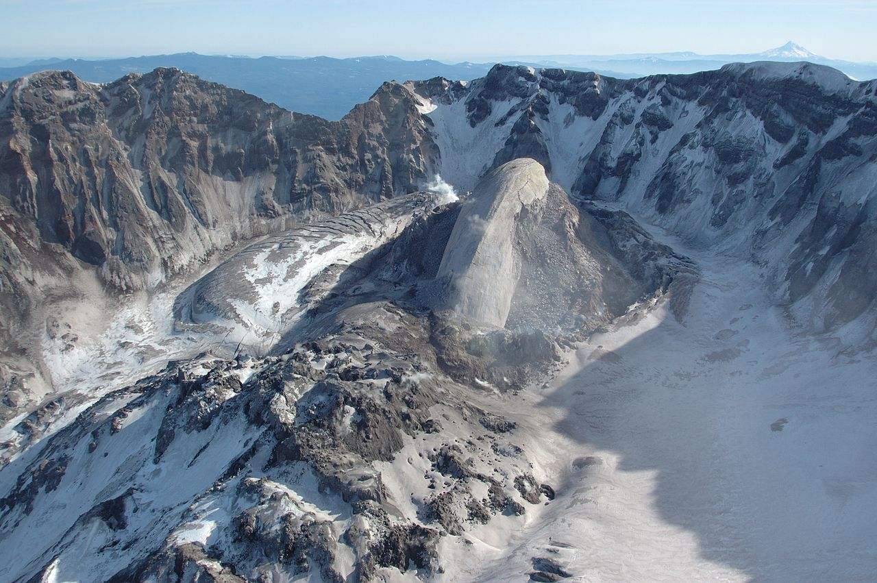 1280px-Whaleback,_Mount_St_Helens_volcanic_crater_(February_22_2005)